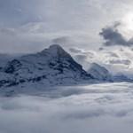 14 tudós orvos indul el átvizsgálni a várost, ahol 5100 méter magasan élnek emberek
