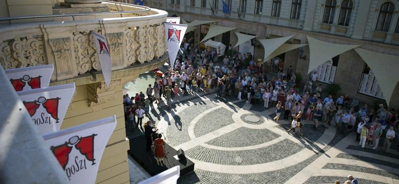 Népszava: Kisebb botrány volt a POSZT-on, Ókovács kivonult