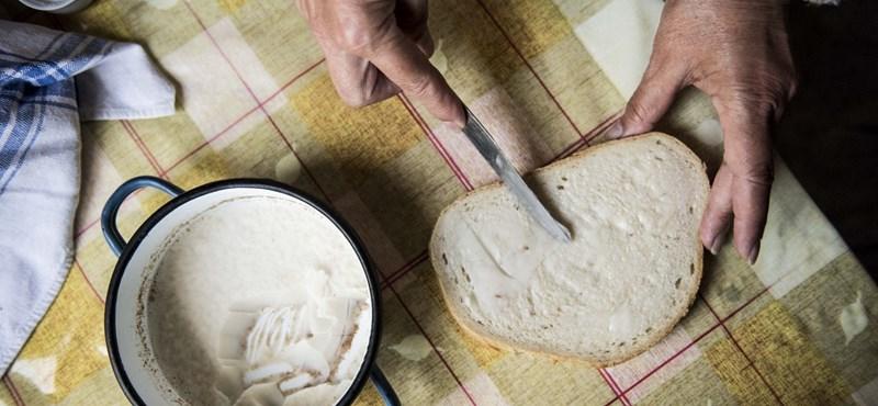 Élelmiszert osztott az atya Csépán, ráhívták a hatóságokat