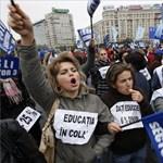 Több ezer egyetemista tüntet Romániában