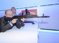 Putyin szerint olyan hatásos a Szputnyik V, mint egy Kalasnyikov