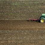 Perrel terhelt földeket is árul a kormány