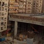 Centikre a házaktól épül az új sztráda Egyiptomban