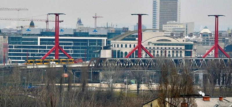 Egy férfit mentettek ki a Dunából a Rákóczi hídnál