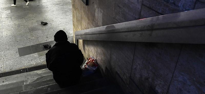 Civilek juttattak újra lakáshoz egy pécsi hajléktalant