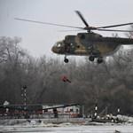 Ilyen volt a filmbe illő helikopteres mentés a tiszacsegei kompnál – fotók