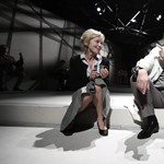 Velünk él a hallgatás és a rossz lelkiismeret – az Örkény Színház előadása a hvg.hu-n