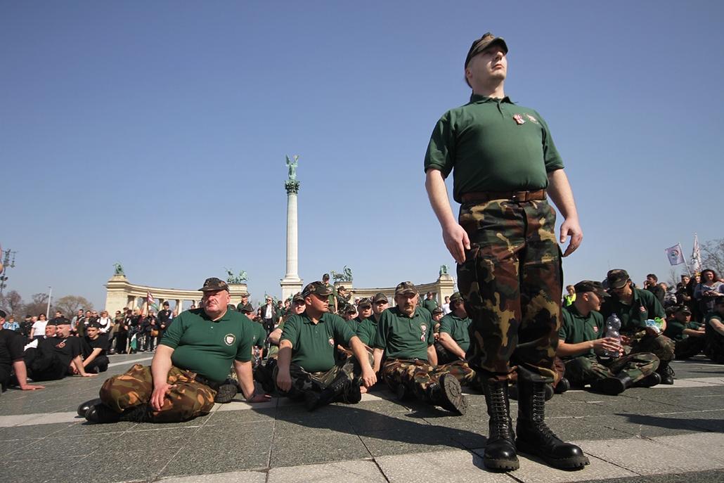 2012.03.17. - A Magyar Nemzeti Gárda tagjai avatóünnepséget és megelmékezést tartottak a Hősök terén. - évképei