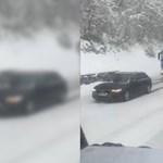Audival húzták a tartálykocsit a havas emelkedőn – videó