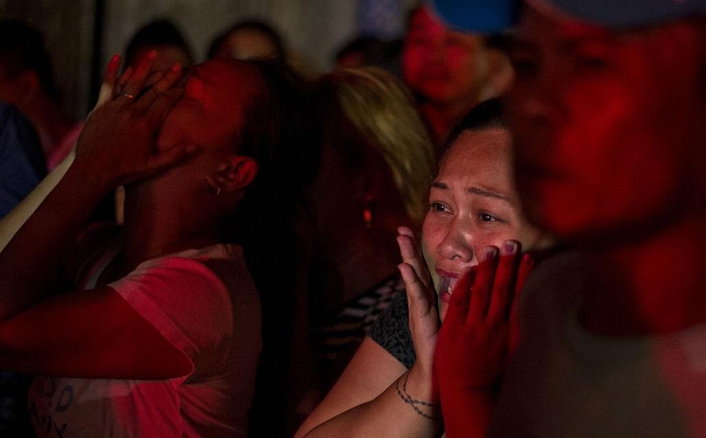 afp.16.10.27. Gyászolók a Fülöp-szigeteki drogháborúban, Manila