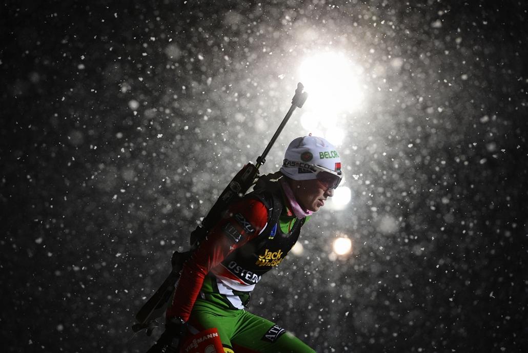 2012. november 29. - Darya Domracheva a biatlon világkupa női 15 kilométeres egyéni számában. A fehérorosz versenyző a második helyen, a norvég Tora Berger mögött végzett.  - évsportképei