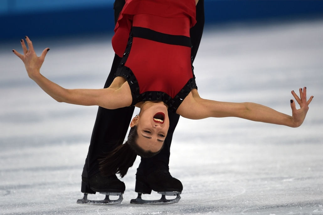 afp. Szocsi 2014 nagyítás - Russia's Fedor Klimov and Russia's Ksenia Stolbova perform their Figure Skating Pairs Free Program at the Iceberg Skating Palace during the Sochi Winter Olympics on February 12, 2014