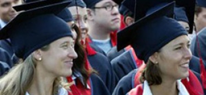 Tízezreket fizetnek a hallgatók: jogosan szednek pénzt az egyetemek?