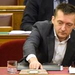 Helikopterezés: Rogán államtitkára válaszolt a miniszterelnöknek Rogánról feltett kérdésekre