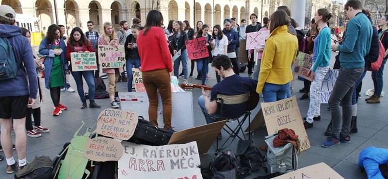 Azt kéri az Amnesty, hogy ne büntessék meg a tüntető diákokat