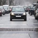 Nem biztos, hogy jó, de nem alkotmányellenes, hogy az autó vevőjének kell bejelentenie a változást