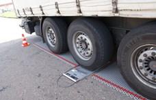 Kiakadt a tengelysúly-mérő: 202 tonnára pakolt kamiont fogtak az ukránok