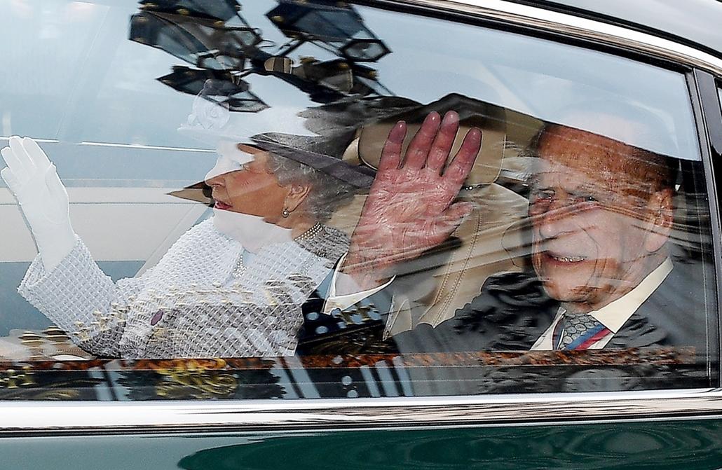 mti.17.05.04. II. Erzsébet brit királynő és férje, Fülöp edinburghi herceg érkezik a londoni Szent Jakab palotában lévő Királyi kápolnába 2017. május 4-én. A Buckingham-palota ezen bejelentette, hogy szeptembertől a 95 éves Fülöp visszavonul minden, a pos