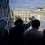 Újabb tüntetés készülődik: a SOTE előtt demonstrálnak az egyetemisták