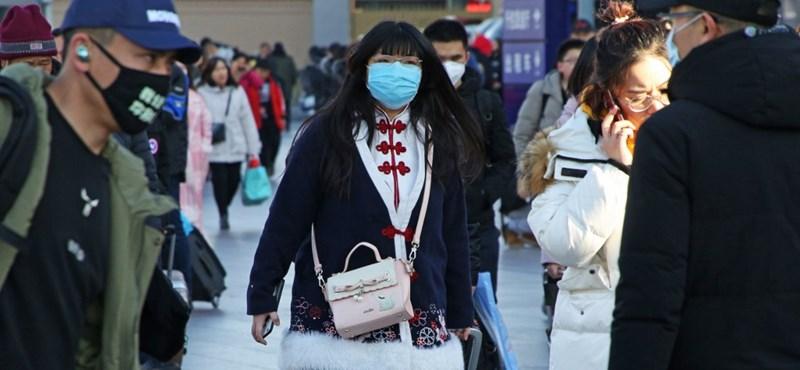 A hadsereg orvosait is bevetik a koronavírus elleni küzdelemben Kínában