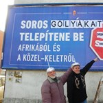 Újra akcióba lendült a DK alufóliasisakos képviselője: most plakátot rongált, de hogy!