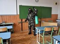Népszava: Egy iskolát már be kellett zárni a tanárok tesztelése nyomán