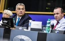 Egyedül Orbán nem állt ki a Néppárt csúcsjelöltje mellett, aztán mégis