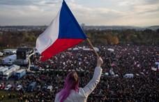 Százezrek vonultak a prágai utcákra a kormányfő ellen