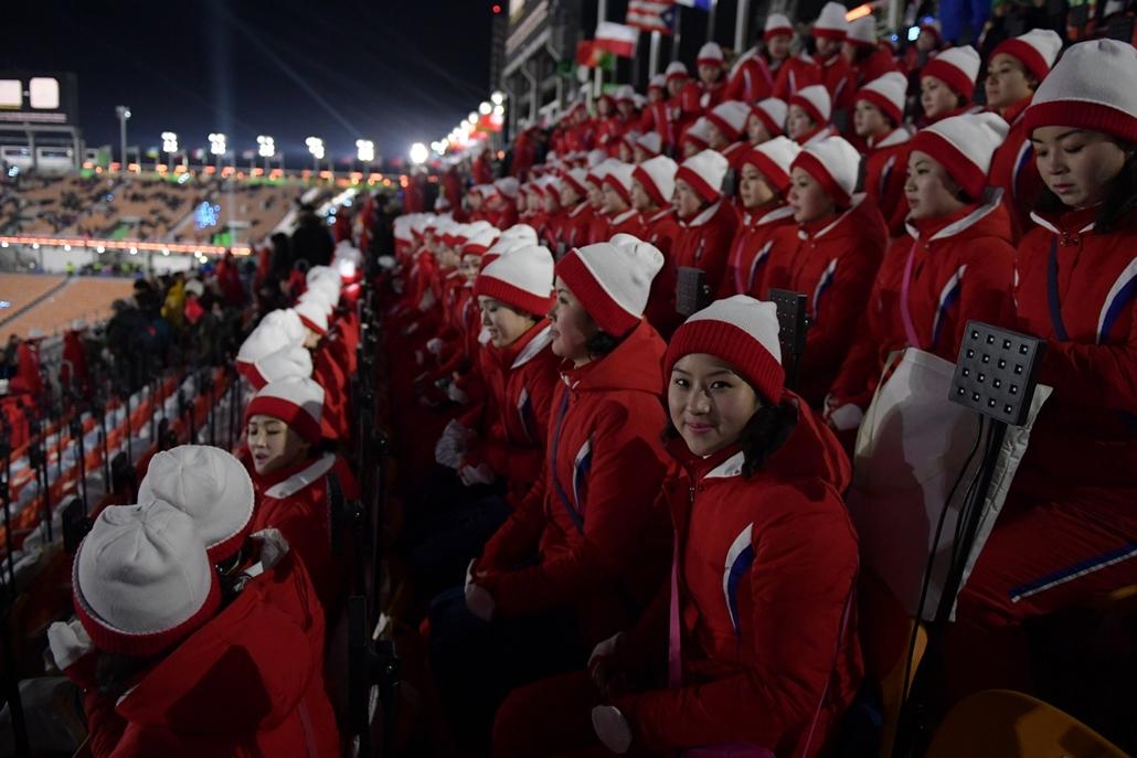 afp.18.02.09. - Téli Olimpia 2018 - Phjongcshang 2018 - Észak Korea szurkolók a megnyitóra készülnek