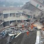 Legalább 40 ember tűnt el a sárlavinában