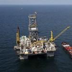 Hároméves csúcs közelében a kőolaj világpiaci ára