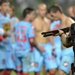 Fotó: puskát fogtak a megvadult argentin focistákra