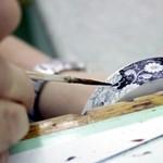 Fotó: így festik kézzel az új Herendi porcelán-terméket