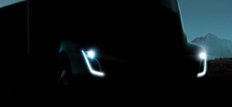 Fekete szörnyeteg: hivatalos kedvcsináló fotón a Tesla elektromos kamionja