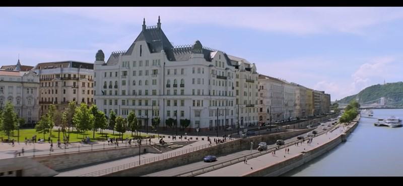 Mekkora reklám lesz Budapestnek az új Fekete Özvegy!