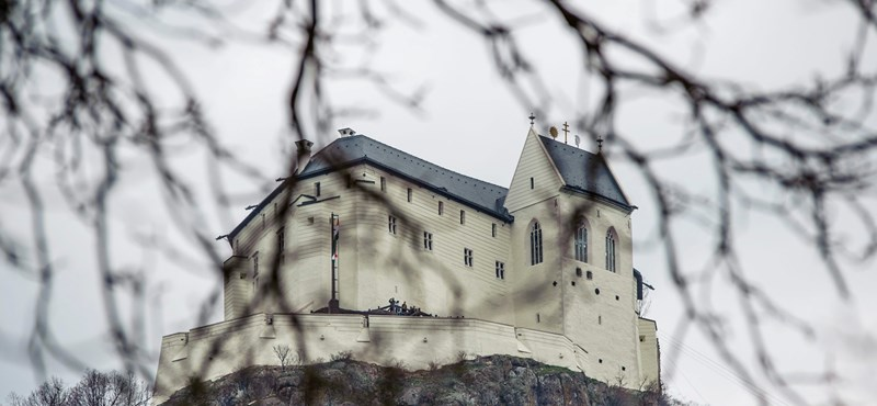 A török hódítás óta nem leselkedett ekkora veszély a magyar várakra