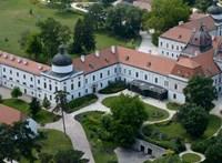 Csak úgy szórja klientúrájának a műemlékeket az Orbán-kormány