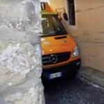 Tolatóradar: ez az olasz sofőr megcsinálta a lehetetlent, ráadásul lendületből – videó