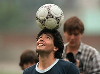 Vizsgálja a rendőrség, hogy köze volt-e az orvosának Maradona halálához