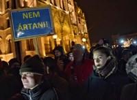 Harmadik napja tüntetnek a Kossuth téren - percről percre