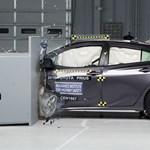 A világ egyik legbiztonságosabb kisautója lett az új Toyota Prius