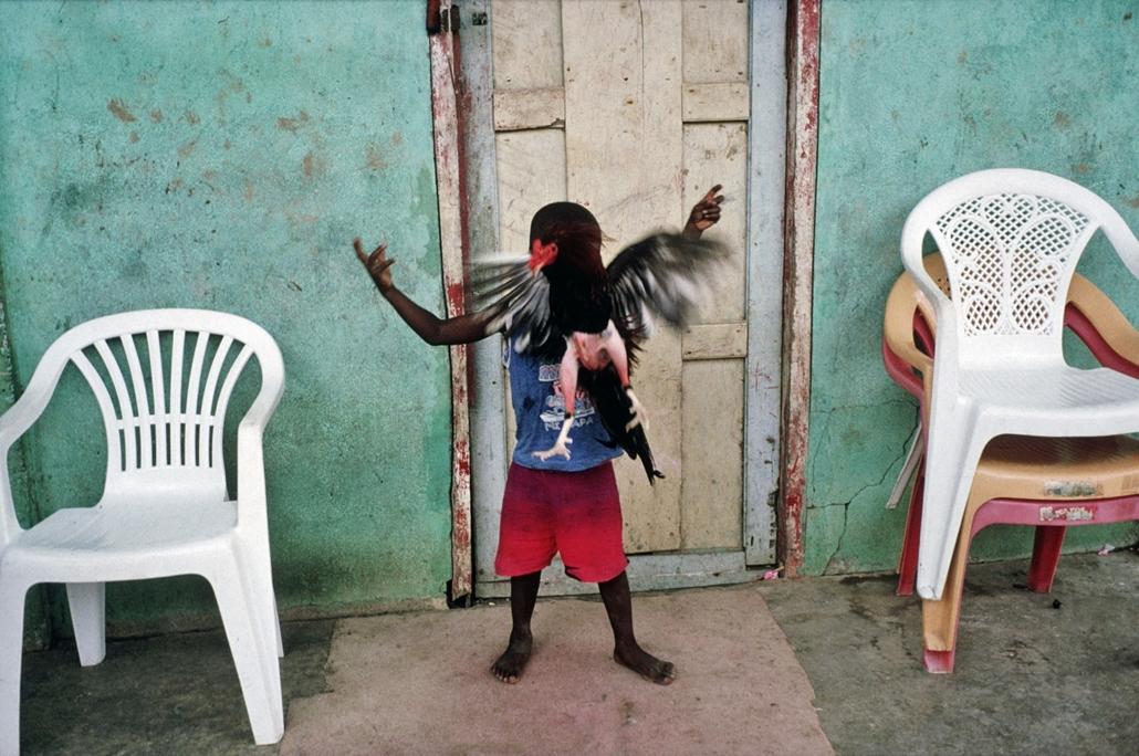 NE használd_! - Budapest Fotó Fesztivál nagyítás - Alex Webb / Magnum Photos: Yaviza, Panama, 2004