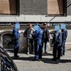 Felfújták a járdára, hogy átverik a turistákat a bulinegyedben, elvitték őket a rendőrök