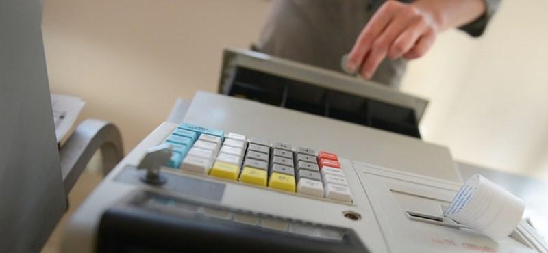 Pénztárgépbalhé: két embert hivatali visszaéléssel gyanúsítanak