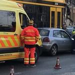 Két autóval ütközött a 4-6-os villamos a Margit körúton