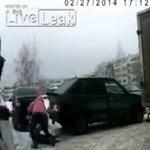 3 éves kislányra tolatott egy Lada – videó