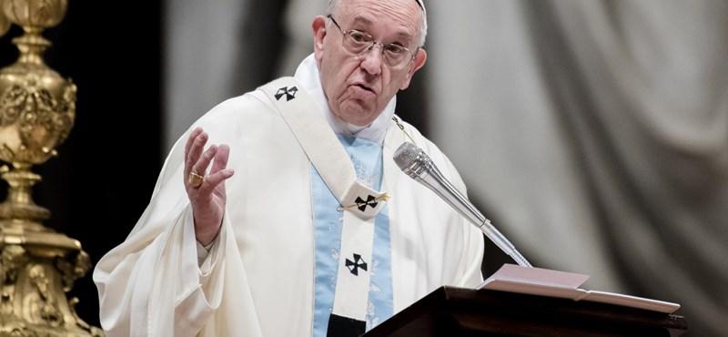 Pénzügyi összeomlásra figyelmeztet Ferenc pápa