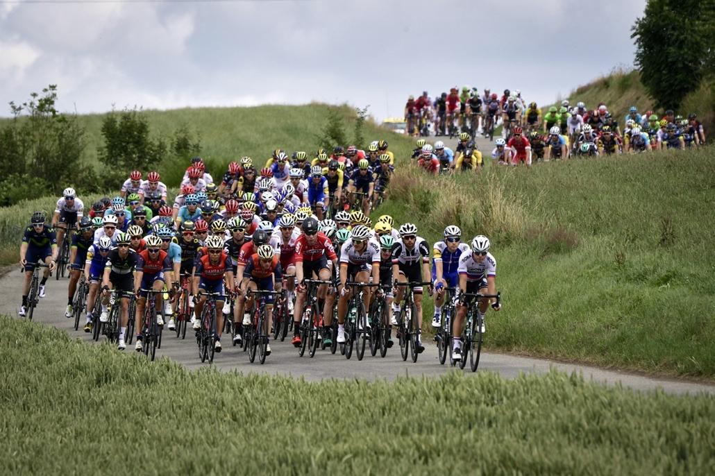 afp.17.07.03. - Peloton a 212,5 km-es harmadik szakaszon a belga Verviers és a francia Longwy város között július 3-án. - Tour de France 2017