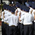Több pénzért kevesebb jogot ad a kormány az egyenruhásoknak