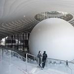 Minden könyvtáros álma lehet a tiencsini futurisztikus szemgolyó – videó